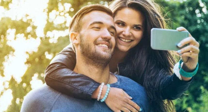 Las parejas felices no presumen de su relación en las redes sociales