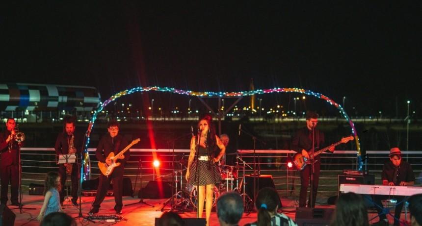 """Con los grandes éxitos de Amy Winehouse, Cherry abrió las noches veraniegas de """"La Terracita"""""""