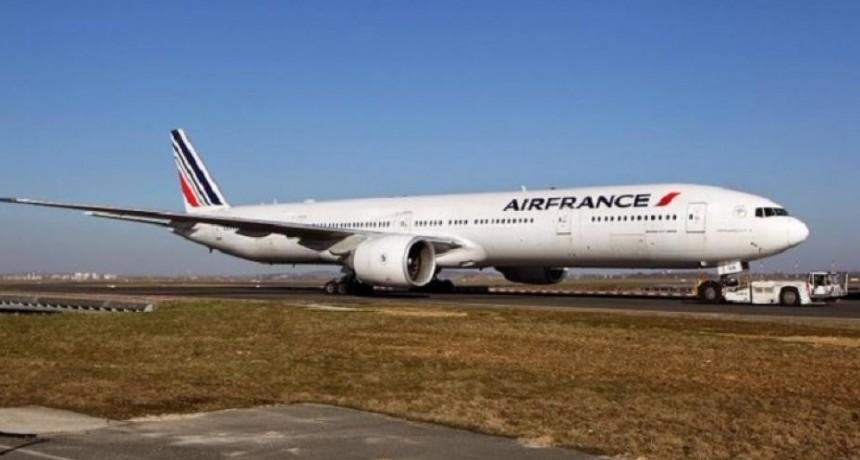 Hallaron un niño muerto en el tren de aterrizaje de un avión de Air France