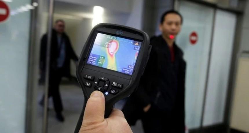El coronavirus se extiende por otros países: aumentan los controles en aeropuertos del mundo para revisar los vuelos de China