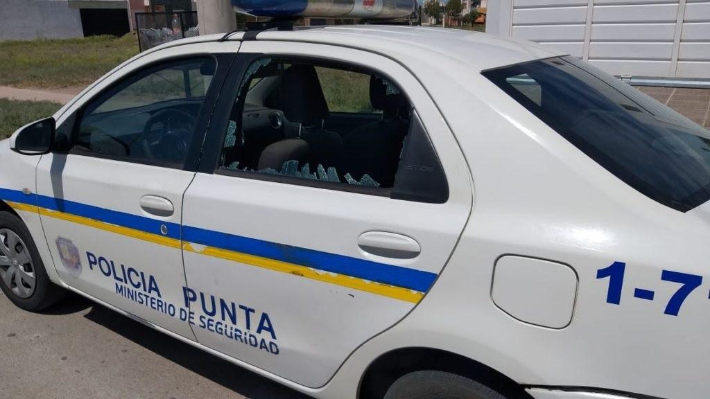SAN LUIS: dos policías lesionados, dos móviles dañados y un hombre detenido en un disturbio vecinal