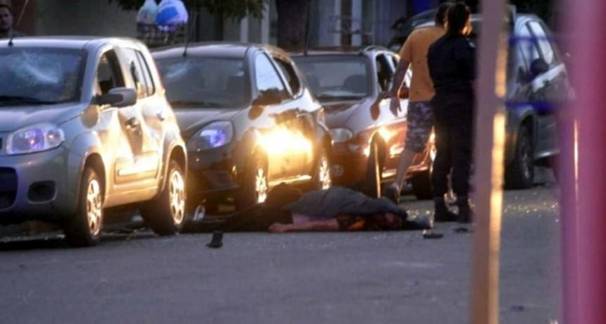 Un hincha de Olimpo muerto y dos heridos graves en disturbios durante la previa del clásico contra Villa Mitre