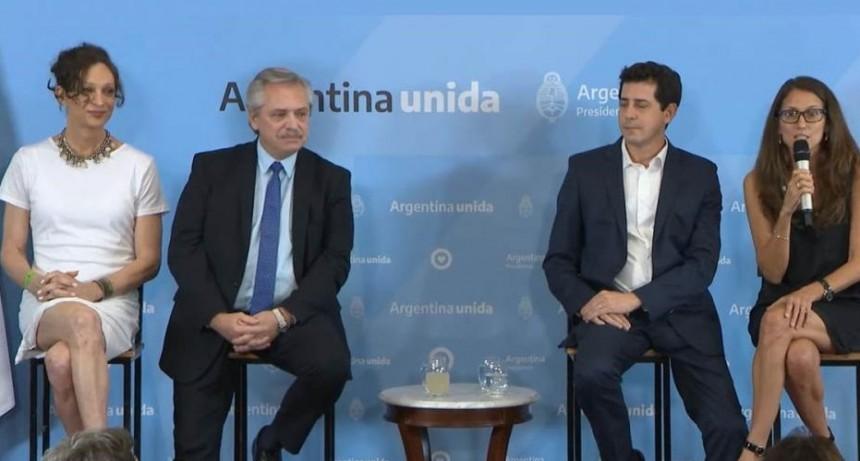 Alberto Fernández entregó el DNI número 9 mil con identidad autopercibida a Isha Escribano