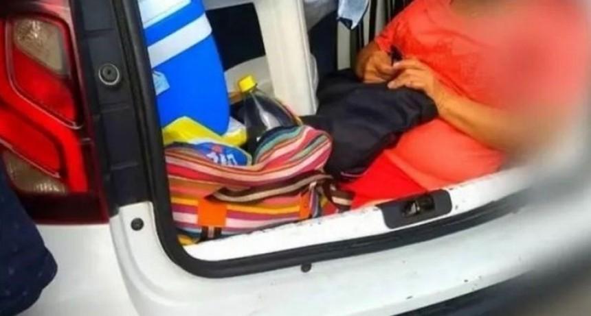 Un turista argentino llevaba a su suegra en el baúl del auto y fue multado en Florianópolis
