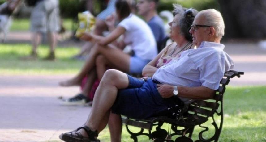 El Gobierno oficializó el aumento de 2,3% más una suma fija de $1.500 para los jubilados