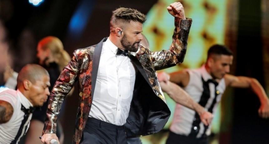 Ricky Martin abrió Viña del Mar 2020 con sus últimos éxitos y un beso al presentador