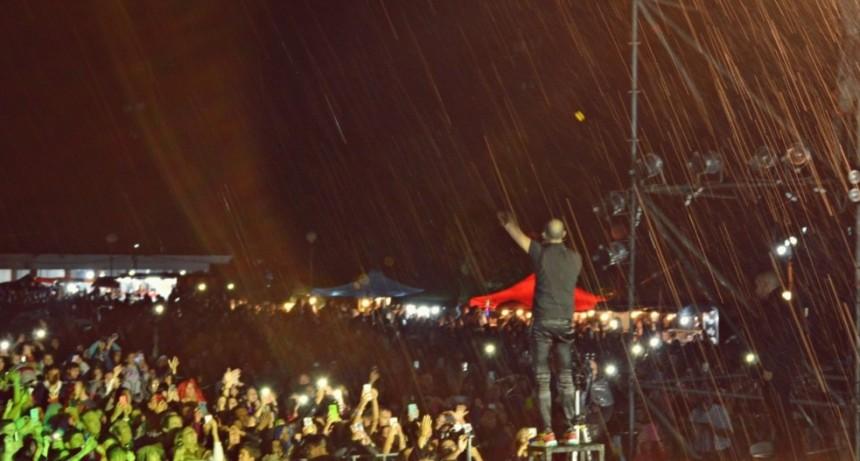 Cerca de 13 mil personas vieron a Abel Pintos en el cierre del 47° Festival Nacional del Valle del Sol