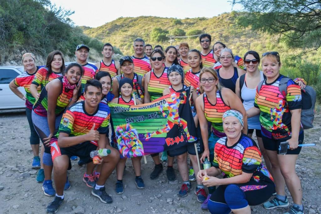 Más de 200 personas alcanzaron la cima del Cerro de la Cruz en un trekking nocturno