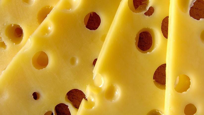 'Cheese challenge': ¿por qué los padres lanzan rodajas de queso a sus bebés? (VIDEOS)