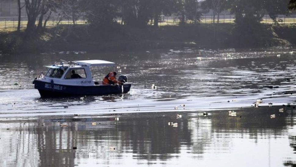 Macabro hallazgo de cadáver de mujer flotando en el Riachuelo