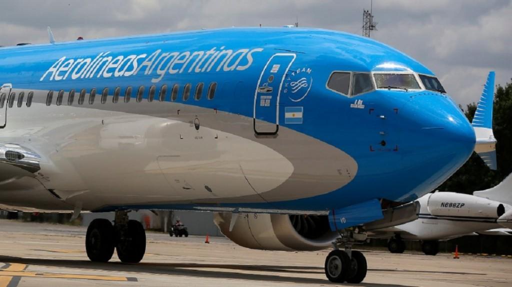Los trabajadores de Aerolíneas Argentinas y Austral anunciaron un paro para el próximo viernes