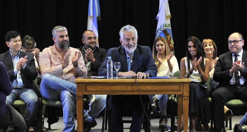 Alberto Rodríguez Saá anunció un aumento del 40% para la administración pública