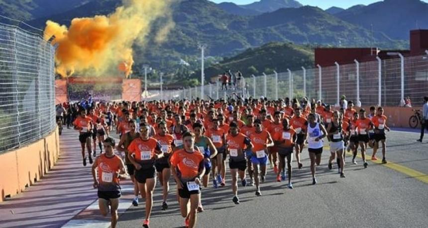 Con récord de inscriptos, se corrió la media maratón de Dosep
