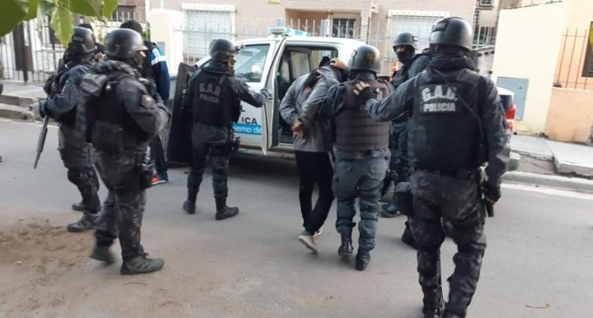 Caen hermanos delincuentes tras maniatar y asaltar a matrimonio en su casa