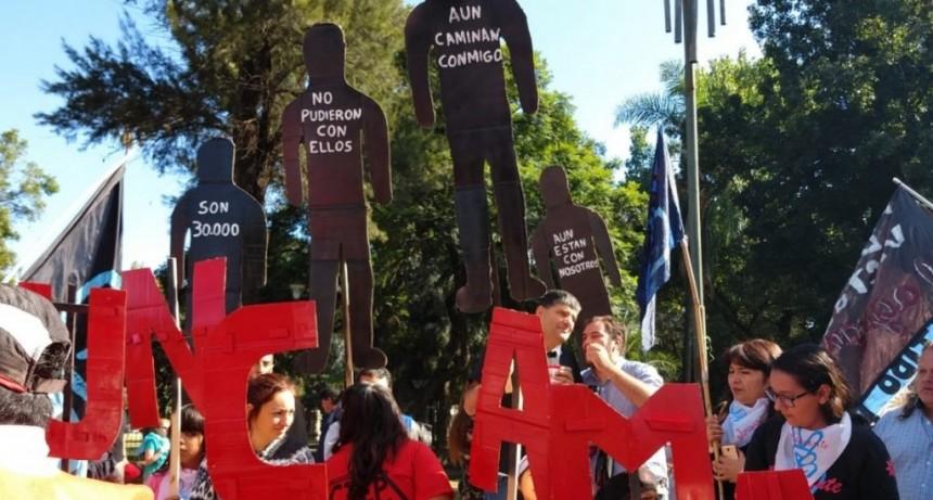 Día de la Memoria: masiva marcha en Plaza de Mayo a 43 años de la última dictadura