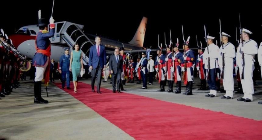 El avión de los reyes de España rozó al Tango 04 luego de aterrizar en Aeroparque