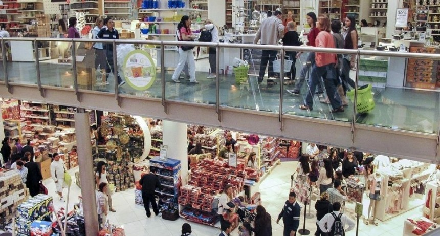 Ventas en shoppings y supermercados, por el piso