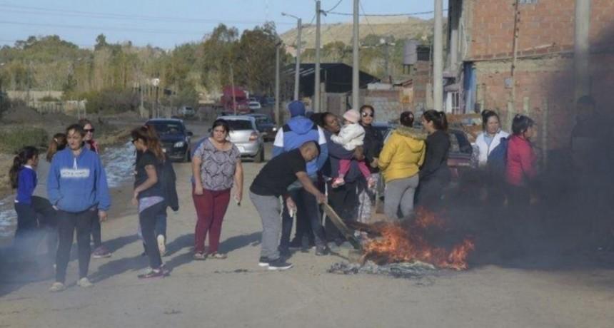 Chubut: mataron a golpes al padre de un presunto violador y le incendiaron la casa