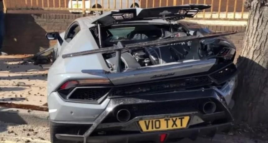 Video: quiso presumir con su Lamborghini y lo destruyó en dos segundos