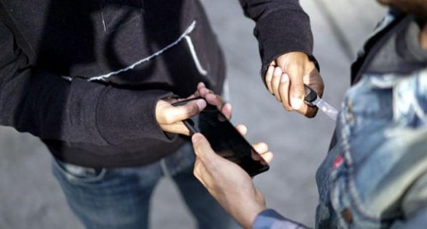Falsos vendedores de medias robaban celulares en Recoleta