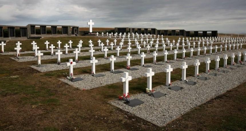 Los familiares de los caídos en las Malvinas piden viajes regulares a las islas