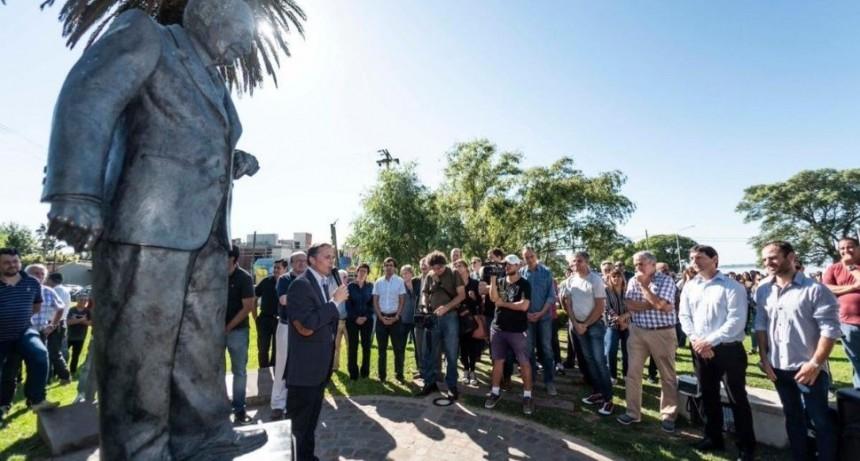 Sentidos homenajes a Raúl Alfonsín a una década de su muerte