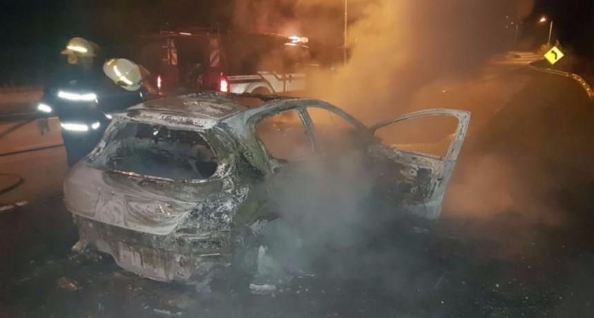 San Luis: un auto se quemó en Saladillo
