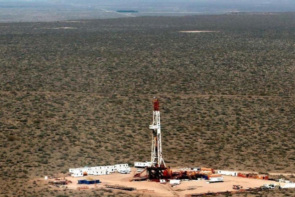 El gobierno convoca a las petroleras