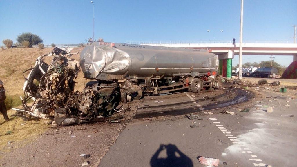 Balde: el chofer de un camión perdió la vida tras sufrir un fatal  accidente