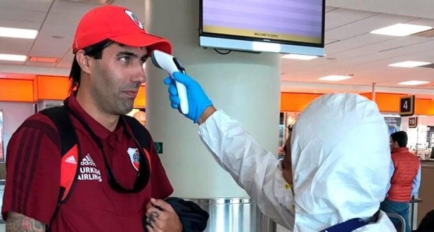 Cómo es el control de coronavirus que le realizarán al plantel de River cuando aterrice en Ecuador