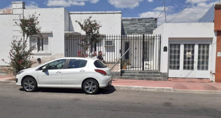 San Luis: La Policía encontró el auto de la docente asesinada en su domicilio