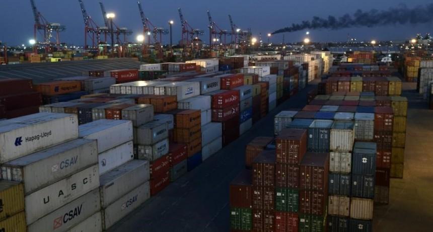 Menos exportaciones y más presión cambiaria