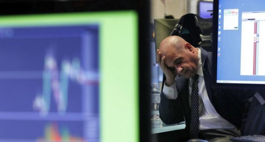 El riesgo país supera los 3800 puntos y sube el dólar