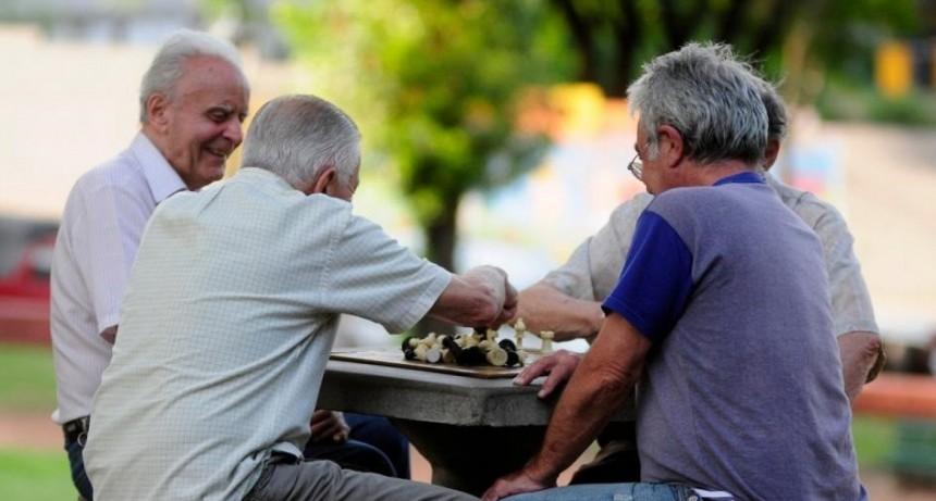 Adelantan el pago de jubilaciones, pensiones y AUH por la cuarentena
