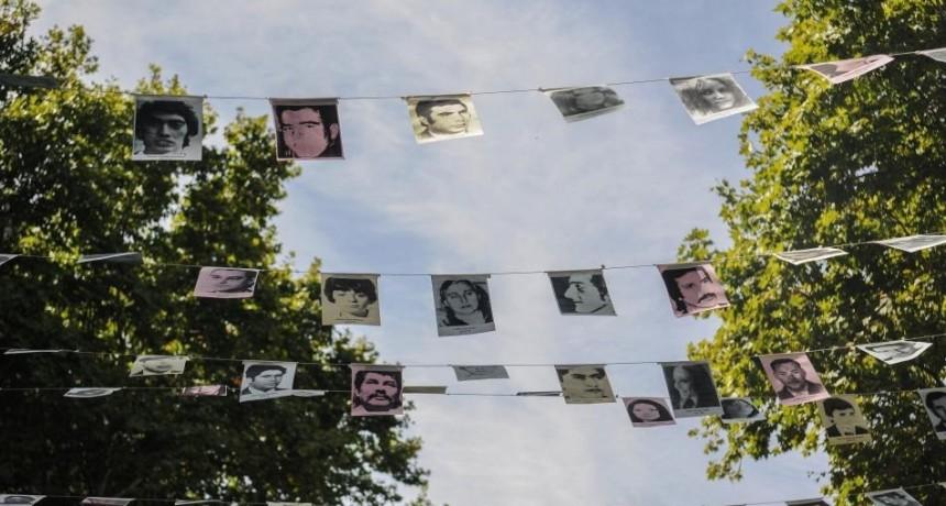 Pañuelos blancos por la Memoria, la Verdad y la Justicia