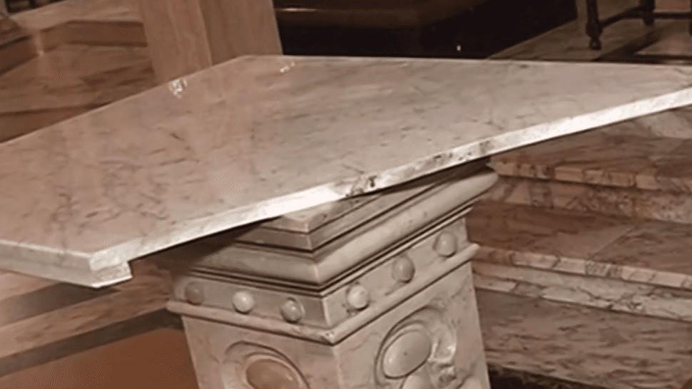No tiene perdón de Dios: rompió y quemó el altar de una iglesia en Caballito