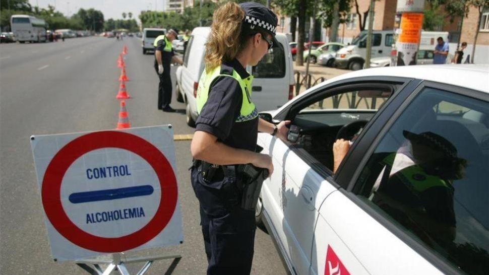 Borracho piropeó a mujer policía y le pidió un beso: así reaccionó ella