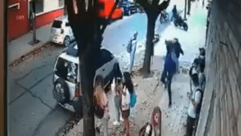Impactante video del ataque de motochorros a escuela