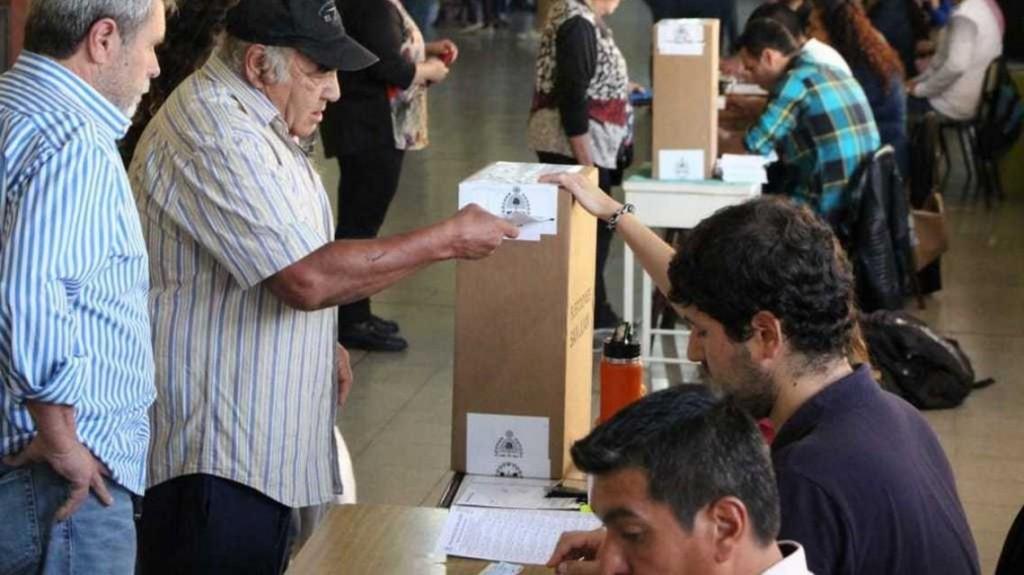 Domingo de elecciones: Chubut ante las PASO y Río Negro define Gobernador