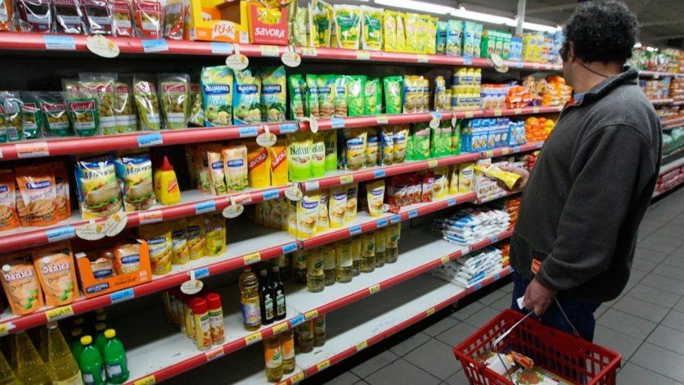 El gobierno acordó con supermercados congelar los precios