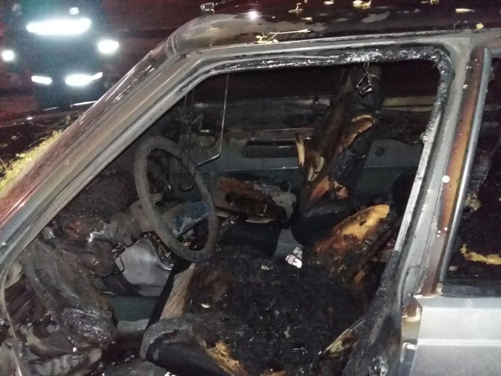 San Luis: un auto se incendio en el barrio Los Olivares