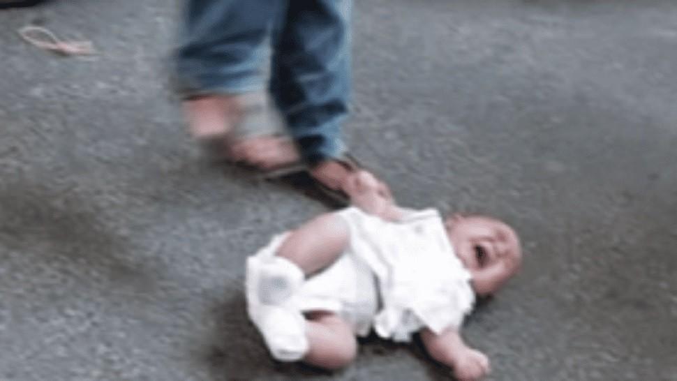 Escalofriantes mensajes de WhatsApp inculpan a padres por la muerta de su beba