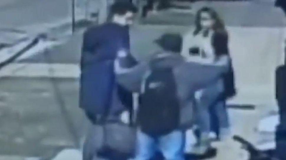 Video escalofriante: lo mataron de un puntazo en el pecho para robarlo