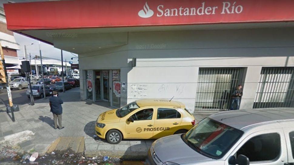 Roban dos millones de pesos de un banco en La Tablada