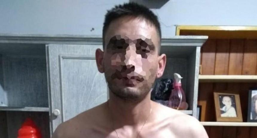 Cayó con armas de fuego y manoplas por golpear a su novia