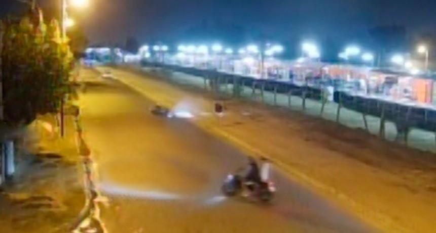 Impactante video: atropelló a cuatro motociclistas, mató a uno y huyó