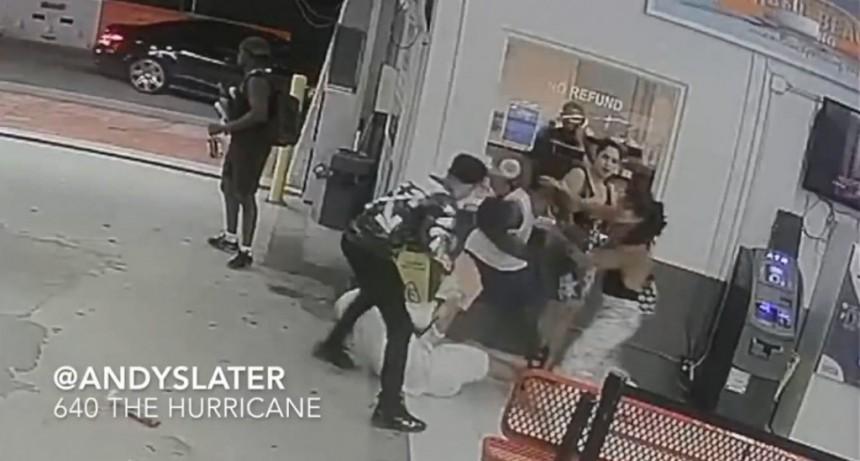 Difunden la brutal golpiza del boxeador Shakur Stevenson a un hombre en el piso