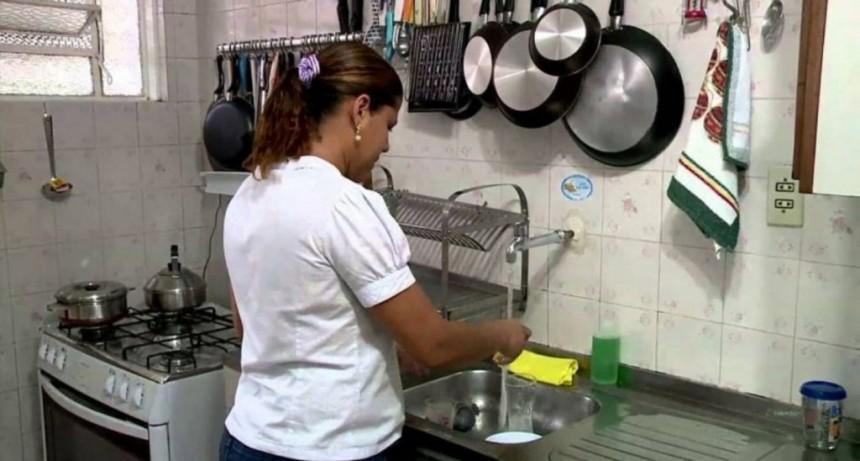 Otorgan un aumento del 15% para los trabajadores de casas particulares