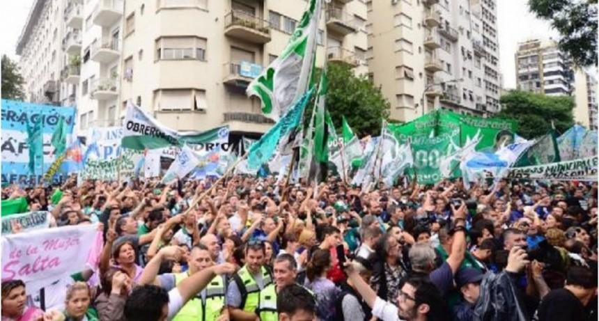 El Gobierno decretó un giro de $13 mil millones a las obras sociales de los sindicatos