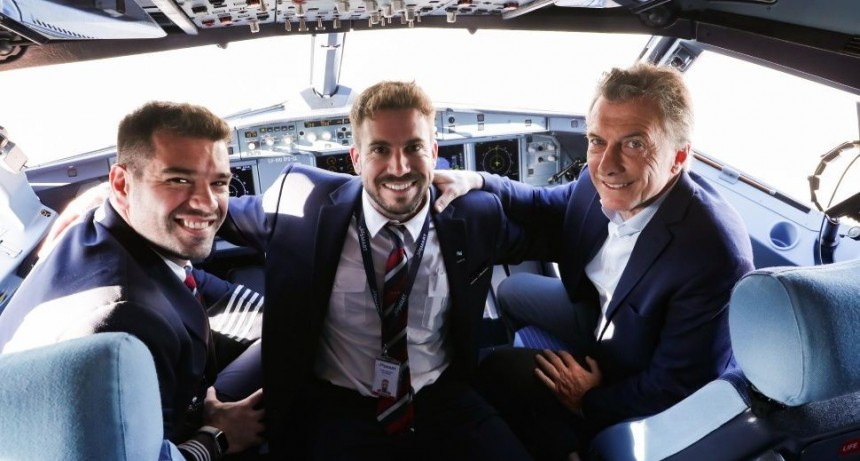 Macri inauguró primer vuelo de la low cost JetSmart: